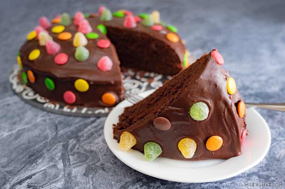 Barnlig sjokoladekake :: smaken av feiring