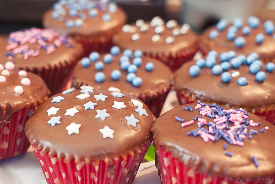 Crumbs & Doilies vaniljecupcakes med sjokoladefrosting