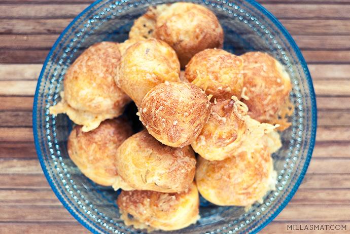 Gourgères med Cheddar, sennep og gressløk