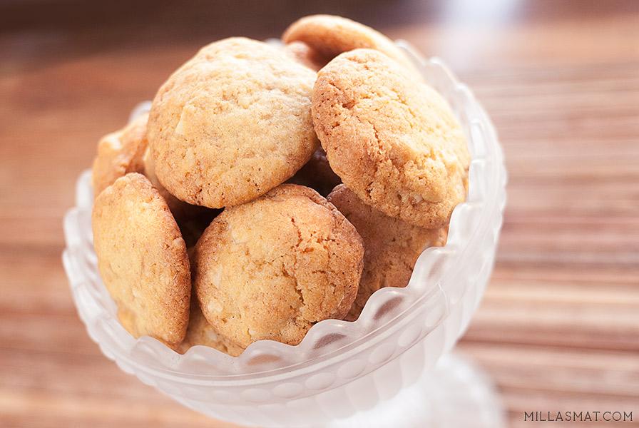 Macademia-cookies med hvit sjokolade