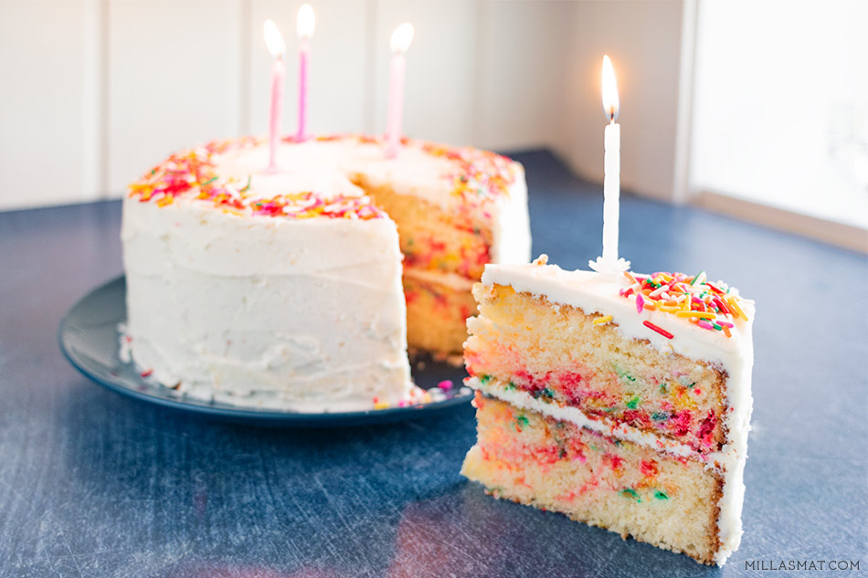 Momofuku Milkbar Birthday Funfetti Cake :: bursdagskake med sprinkles