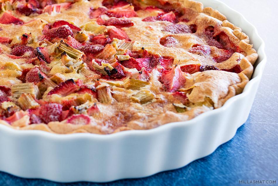 Rabarbra- og jordbærpai med vanilje