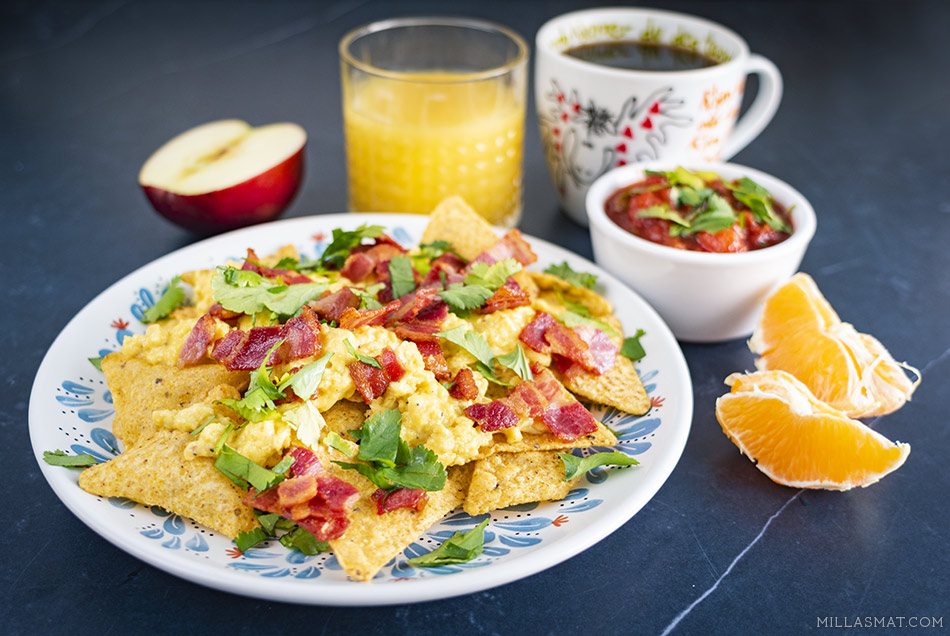 Eggs & salsa med bacon og tortillachips