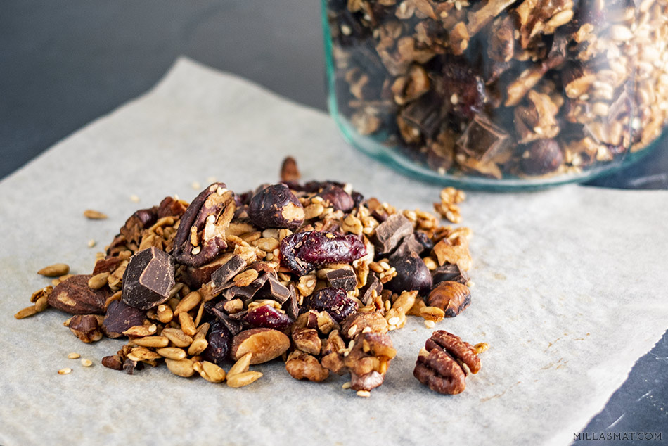 Granola William med tørket frukt & mørk sjokolade