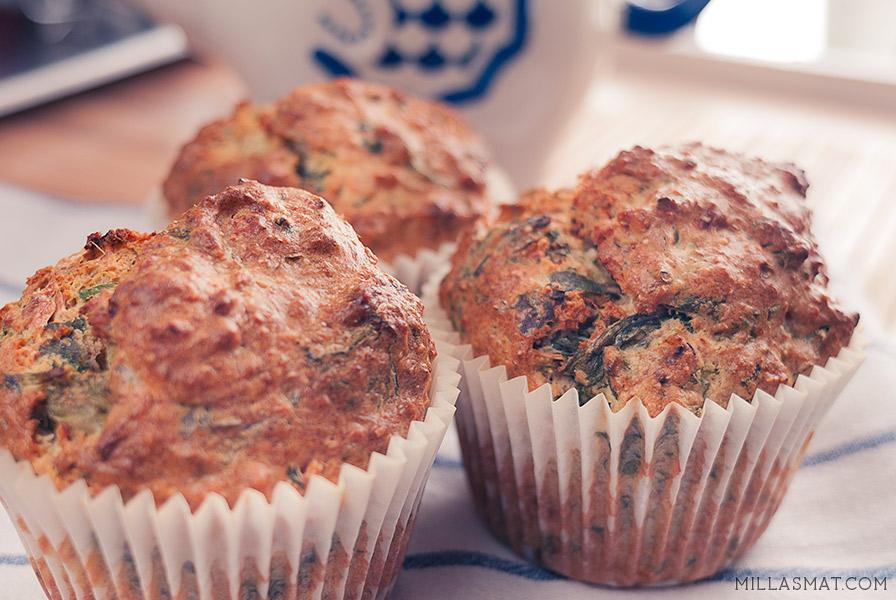 Greske lunsjmuffins med fersk spinat