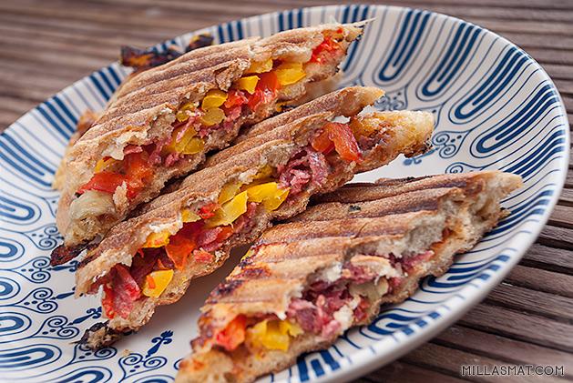 Panini med salami og paprika