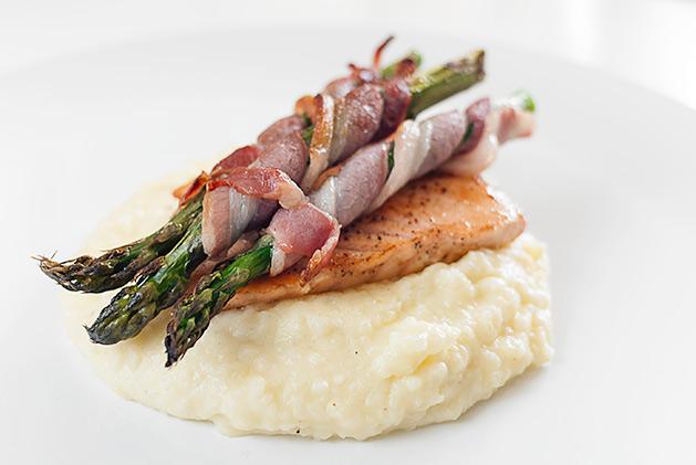 Baconrullet asparges med laks