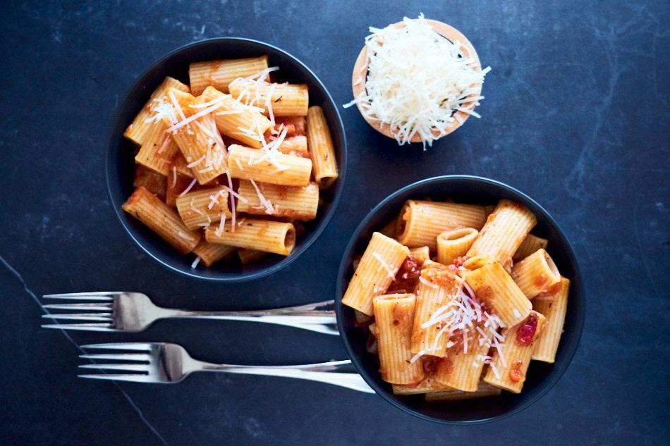 Bakt tomatsaus til pasta