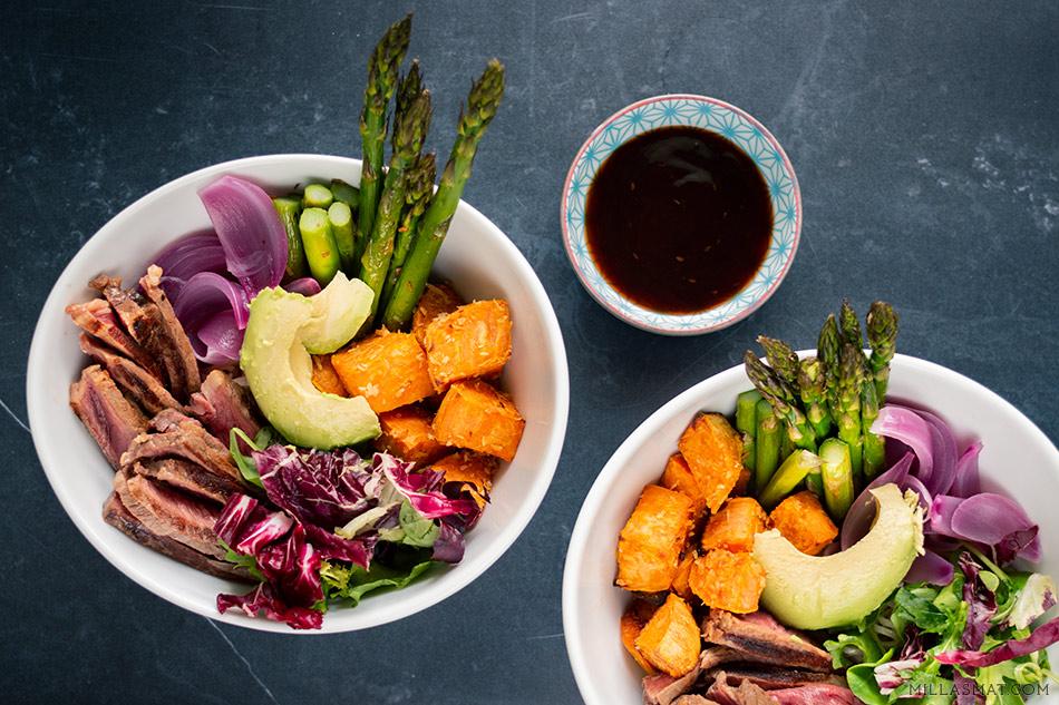 Buddah Bowl med biff og søtpotet i Yakinikudressing