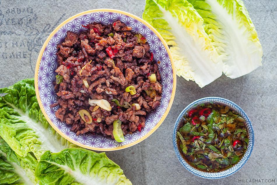 Chilibiff i salatskåler med hot dip