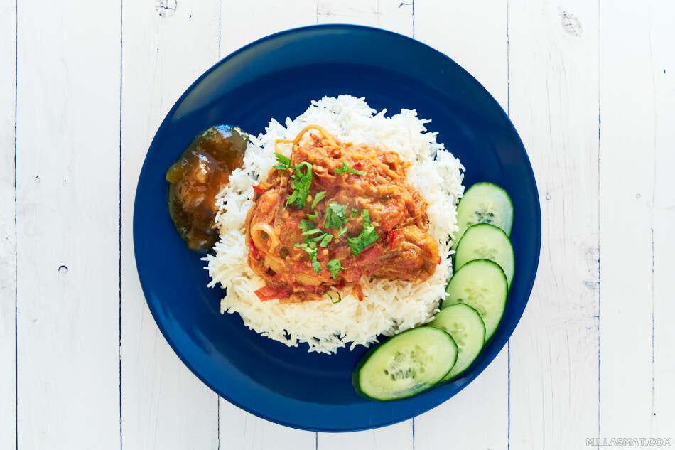 curryfiskeboller-tomatsaus