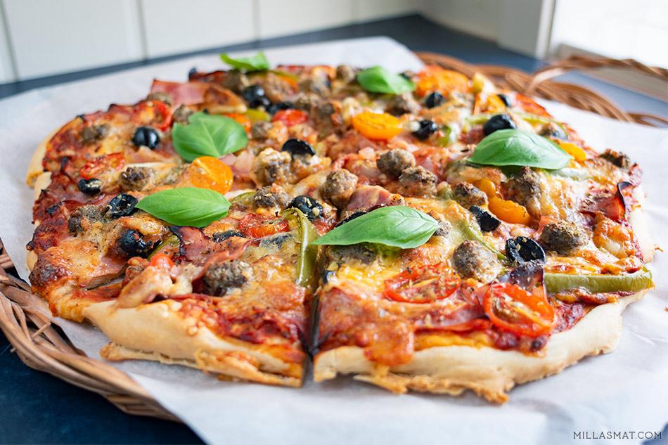 Frk. Pizzaland med skinke og kjøttboller