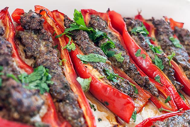 Fylte spisspaprika med persisk rissalat