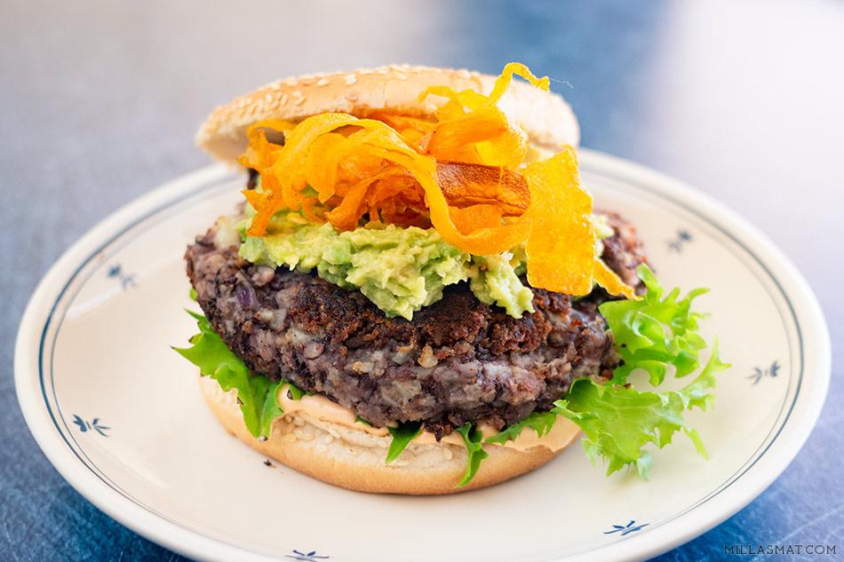 Grønn Burger fra Døgnvill & gulrotchips