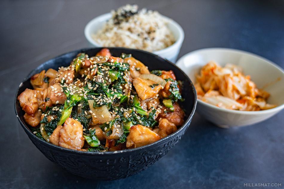 Grønnkål, spinat og kylling med østerssaus og sake