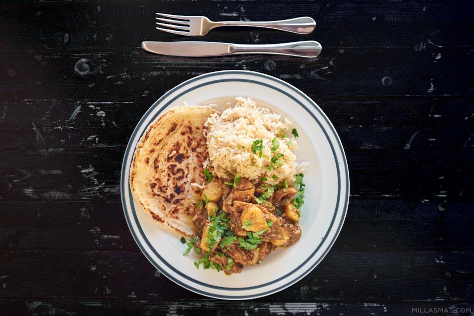 Jamaicansk kylling-curry med poteter og roti