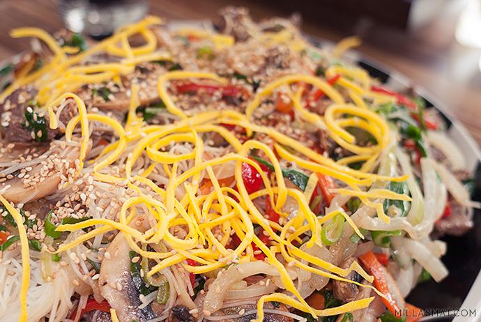 Japchae 잡채 :: koreanske nudler og grønnsaker med biff og shitake