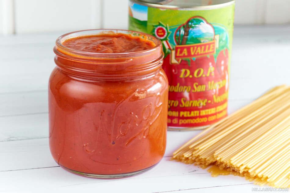 Klassisk marinarasaus :: italiensk tomatsaus
