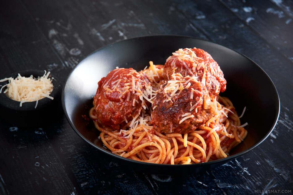 Little Italy pasta med stooore kjøttboller