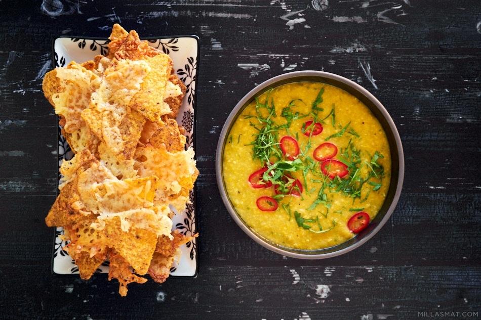 Maissuppe med ostegratinerte chips