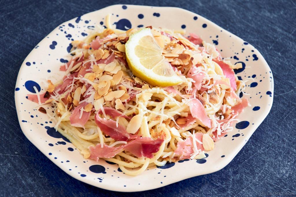 Mandel og sitronspaghetti med basilikum fra Amalfikysten
