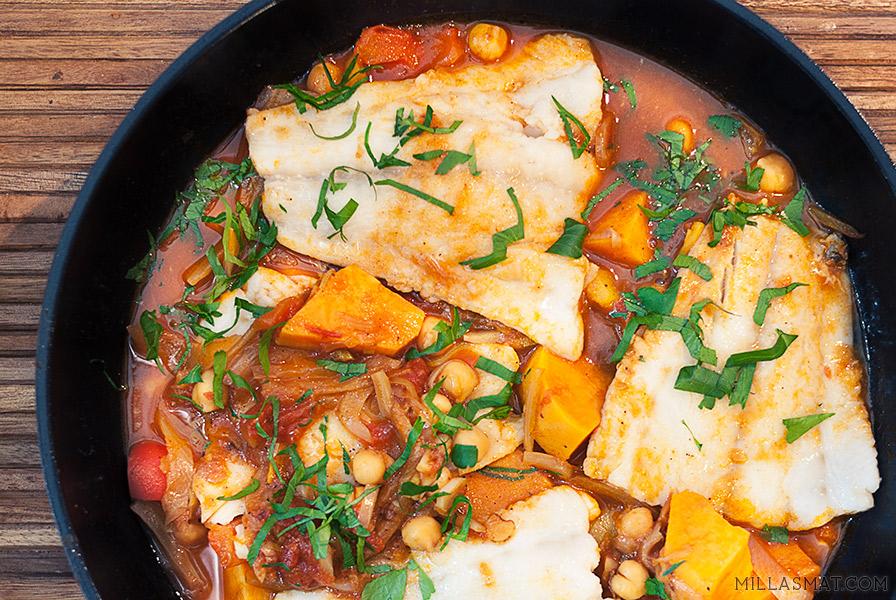 Marokkansk fiskegryte med kikerter, paprika, appelsin og søtpotet