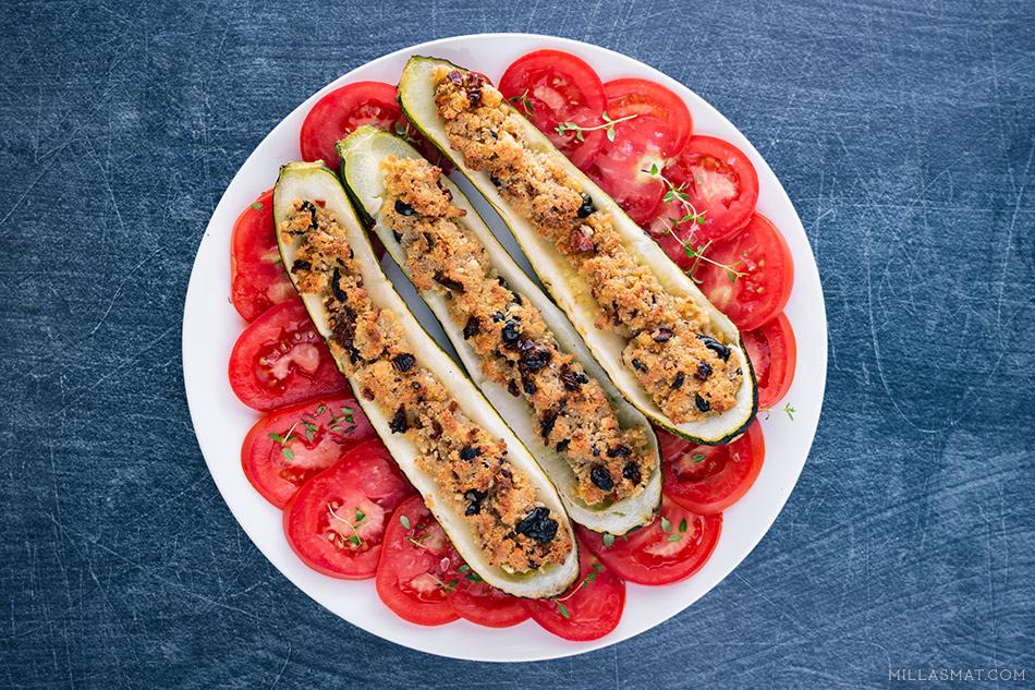Ovnsbakte greske squash :: Skouós med feta, soltørket tomat og oliven