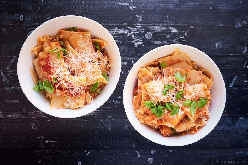 Pasta med Salciccia og ferske hagetomater