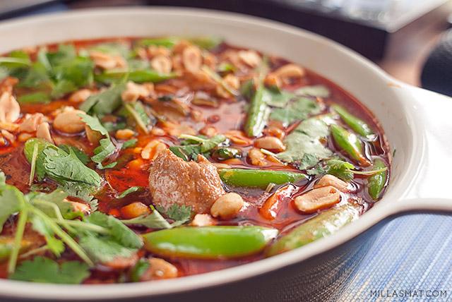 Peanøtt og kokos thaicurry med svinekjøtt