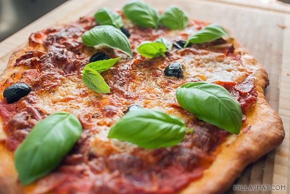 Pizza bakt på stein