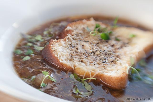 Quadrupel soupe à l'oignon :: løksuppe med fire sorter løk