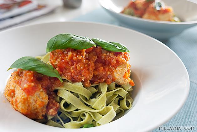 Quenelle med fersk tomatsaus