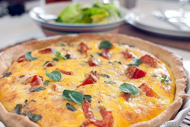 Quiche med ristede tomater og pancetta