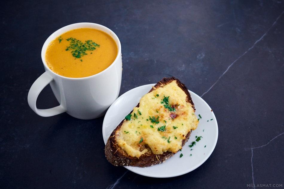 Tomatsuppe for kalde knokler & welsh rarebit cheesetoast