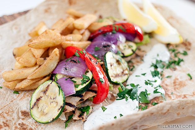Shawarma med kylling og grillede grønnsaker