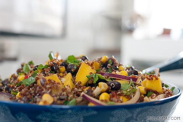 Southwestern sortbønne, quinoa og mangomedley