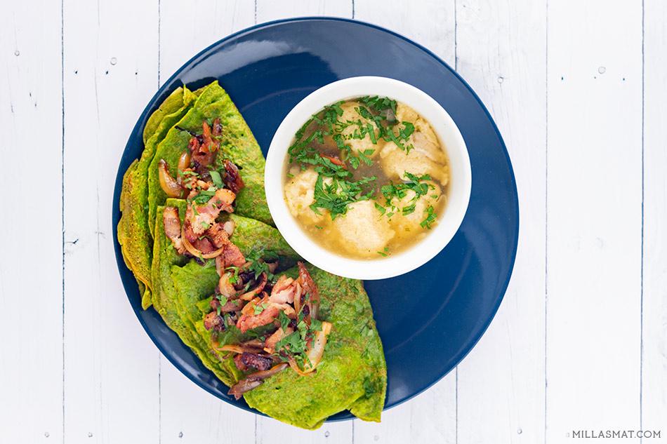 Supergrønne spinatpannekaker med løk og bacon