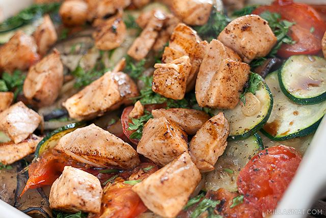 Stekt laks med stekte grønnsaker i balsamicovinaigrette