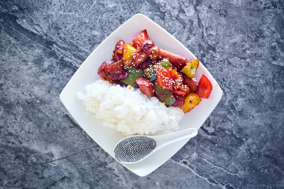 Stir-fry med paprika og pølser