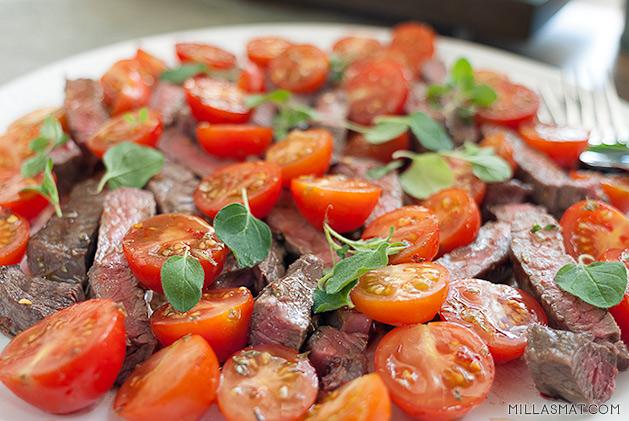 Tagliata med cherrytomater, chili og oregano
