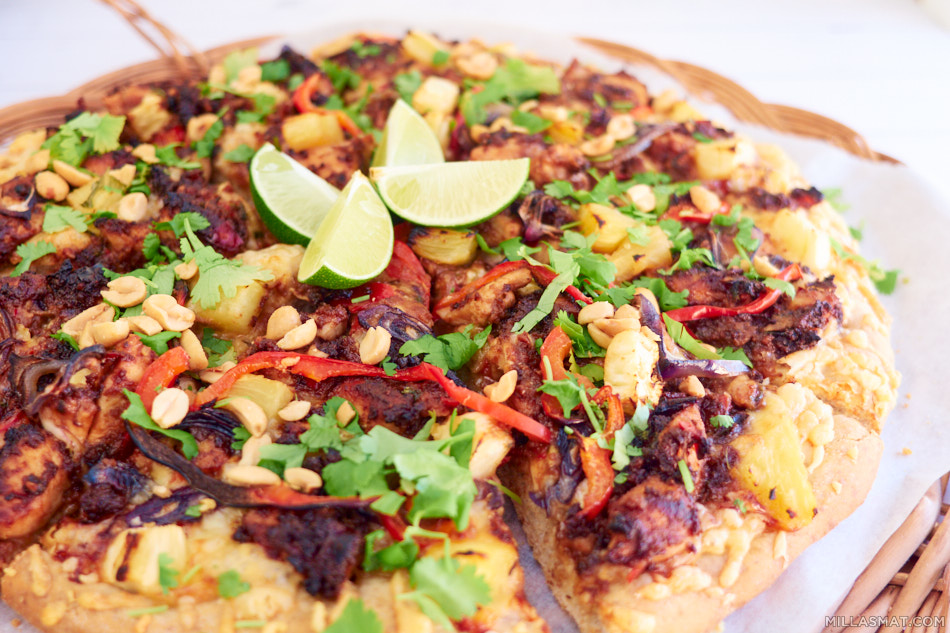 Thai Sataychicken Pizza : pizza med hot thaikylling