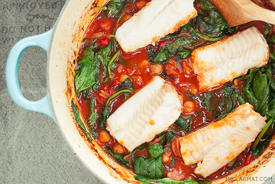 Torsk og chorizostuing med fersk spinat og kikerter