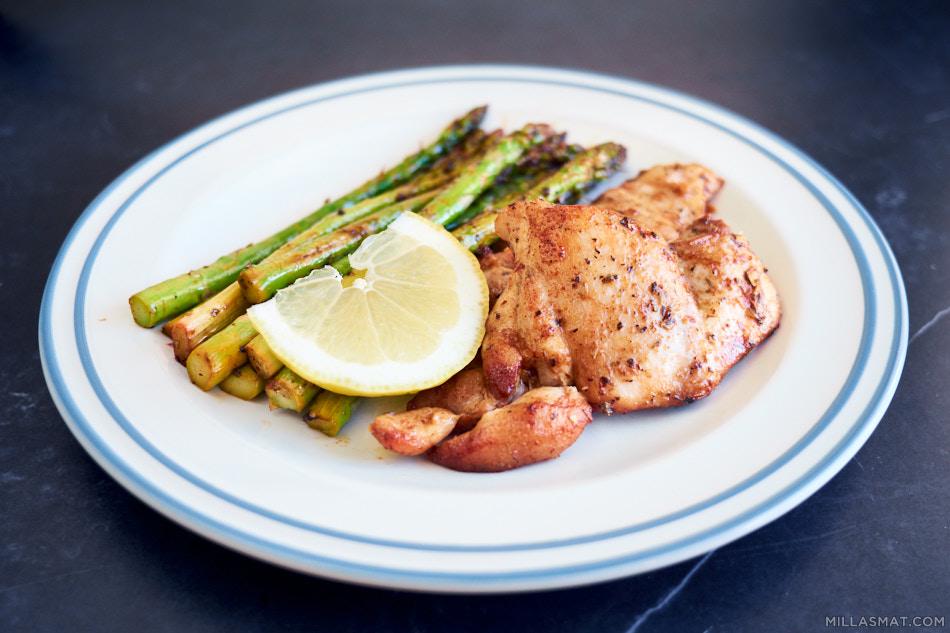 Urtestekt kylling med sitron-asparges