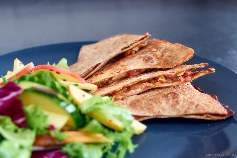 Kogi Kimchi Quesadillas med sidesalat
