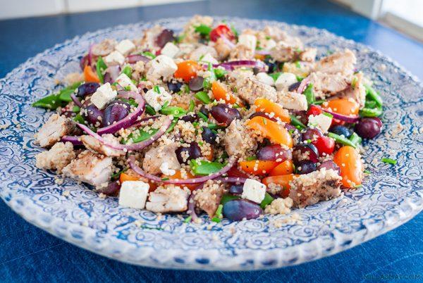 Quinoa og kyllingsalat med druer og sitronvinaigrette