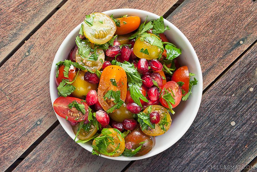 Sweet cherrytomatsalat med granateple og persille