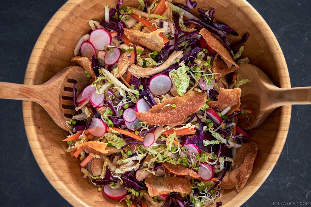 Kinesisk kyllingsalat med crispy wontons