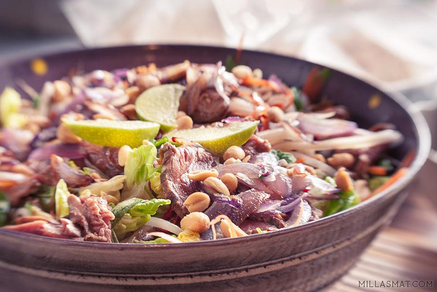 Hybrid thaisalat med biff