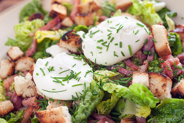 Lyonnaisesalat med posjerte egg