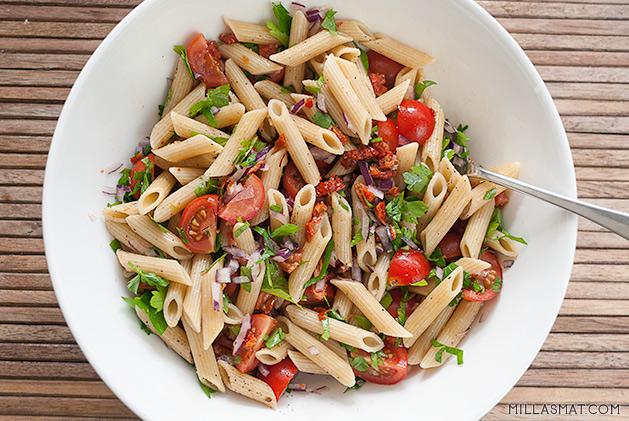 soltorket-tomat-pennette-salat